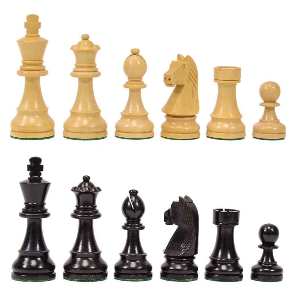 Các quân cờ trên bàn cờ vua