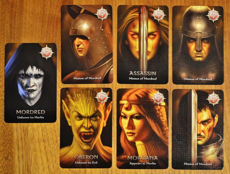 Phe ác trong board game Avalon
