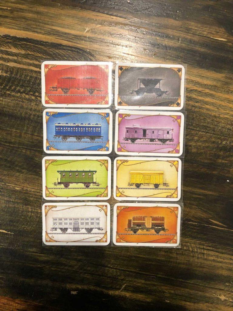 Thẻ minh họa cho các toa tàu: Xanh, xanh lá, vàng, đen, trắng, hồng, cam, đỏ
