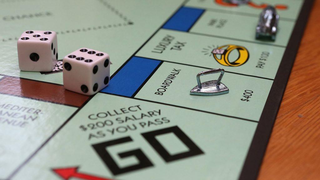 Mỗi lần linh vật của người chơi đi vào, hoặc đi ngang qua ô này, người chơi đều được ngân hàng trả lương một số tiền là $200.