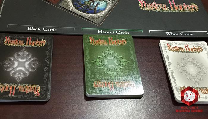 Các card Trắng và Đen sẽ được đặt vào các vị trí tương ứng
