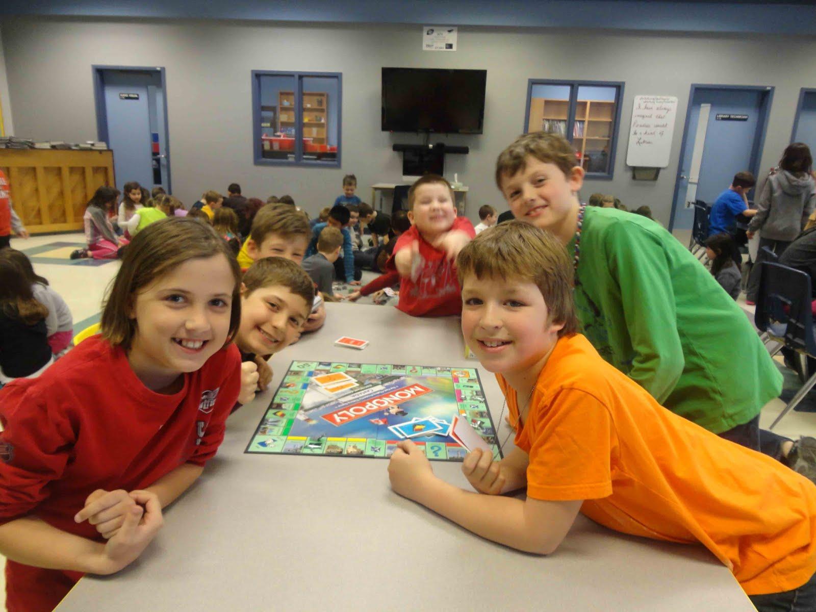 Tại các nước phát triển, Boardgame còn được đưa vào trường lớp và được xem như một môn sinh hoạt ngoại khóa.
