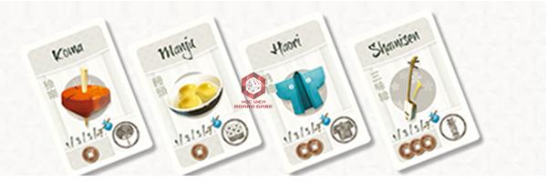 Các thẻ Souvenir được chú thích giá tiền 1 xu, 2 xu hoặc 3 xu. Chúng có thể được tính 1,3,5 hoặc 7 điểm tuỳ thuộc vào bộ sưu tập Souvenir của mỗi người chơi.