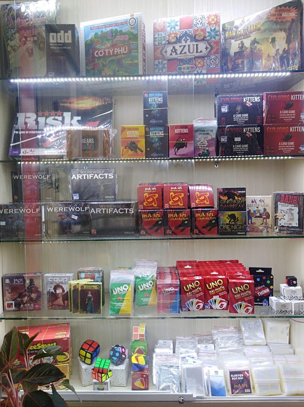 Game bán cũng khá đầy đủ, hầu hết các game cơ bản.