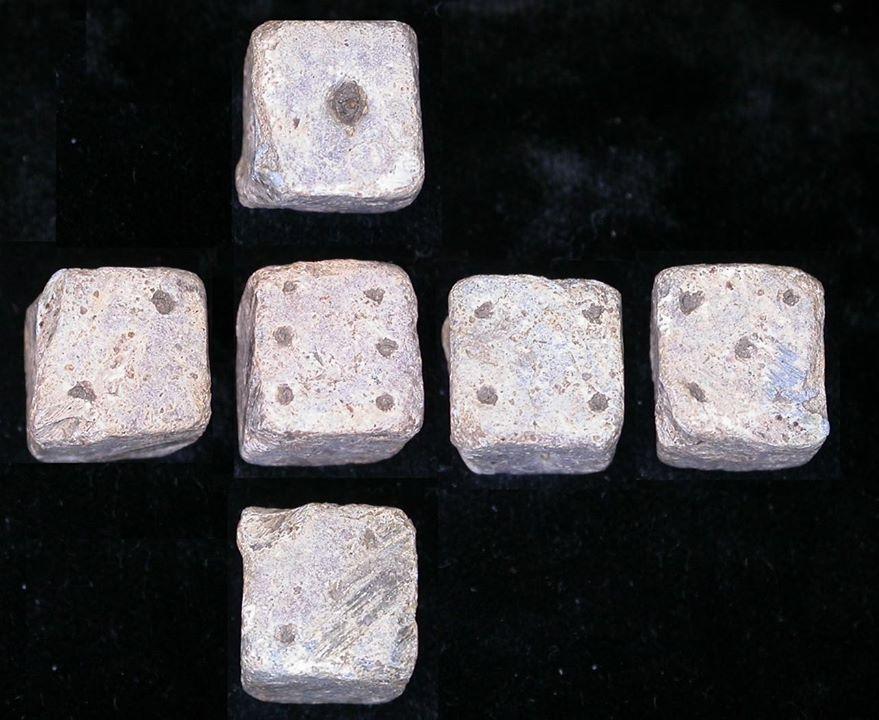 Xúc xắc cổ bằng đá ở Hy Lạp