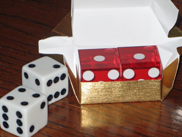Xúc xắc thường và xúc xắc casino