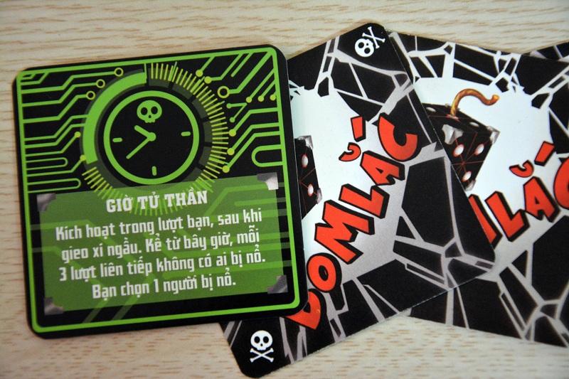 Kể từ khi lá bài chết chóc này được kích lên. Cuộc chơi sẽ trở thành một thảm họa hàng loạt mỗi 3 lượt. Trừ khi tất cả cố nhắm tiêu diệt chủ nhân lá bài này để dừng thảm họa đó lại.